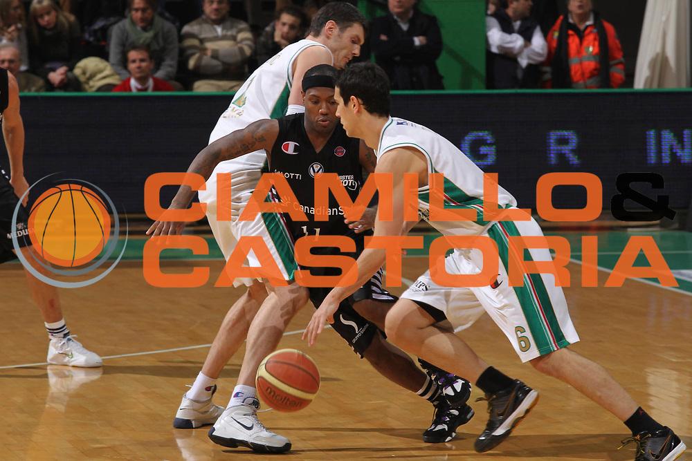 DESCRIZIONE : Siena Lega A 2009-10 Montepaschi Siena Canadian Solar Virtus Bologna<br /> GIOCATORE : Andre Collins<br /> SQUADRA : Montepaschi Siena<br /> EVENTO : Campionato Lega A 2009-2010 <br /> GARA : Montepaschi Siena Canadian Solar Virtus Bologna<br /> DATA : 24/01/2010<br /> CATEGORIA : Blocco<br /> SPORT : Pallacanestro <br /> AUTORE : Agenzia Ciamillo-Castoria/GiulioCiamillo<br /> Galleria : Lega Basket A 2009-2010 <br /> Fotonotizia : Siena Campionato Italiano Lega A 2009-2010 Montepaschi Siena Canadian Solar Virtus Bologna<br /> Predefinita :