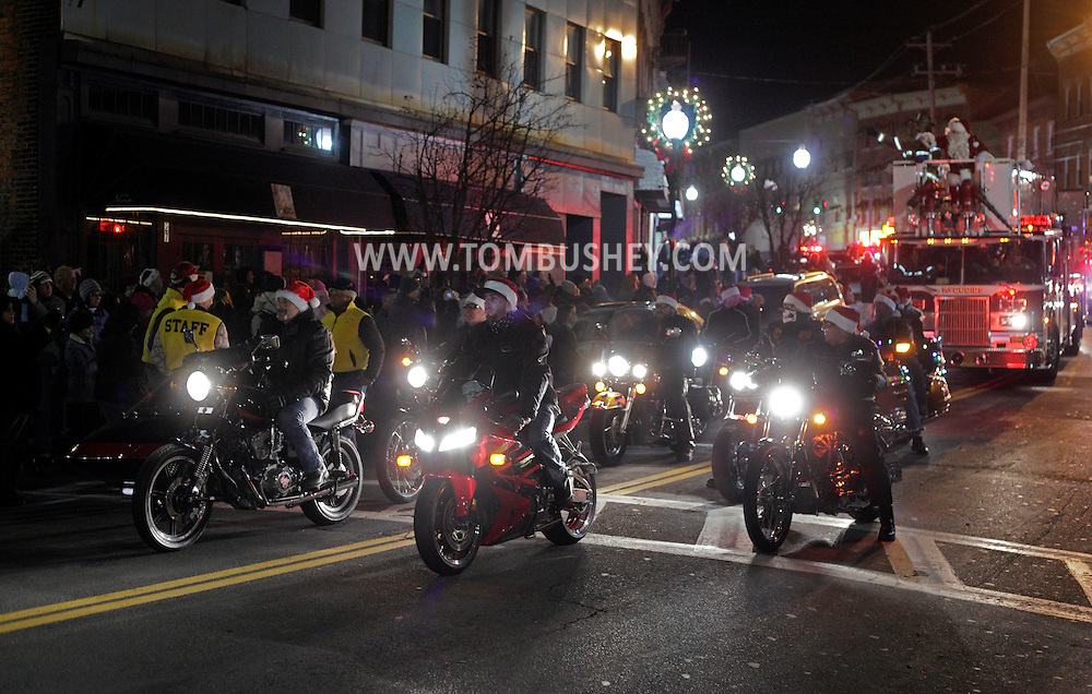 Middletown, NY - Santa arrives on a fire truck with motorcycle escort before theHoliday tree lighting downtown on Nov. 27, 2009.
