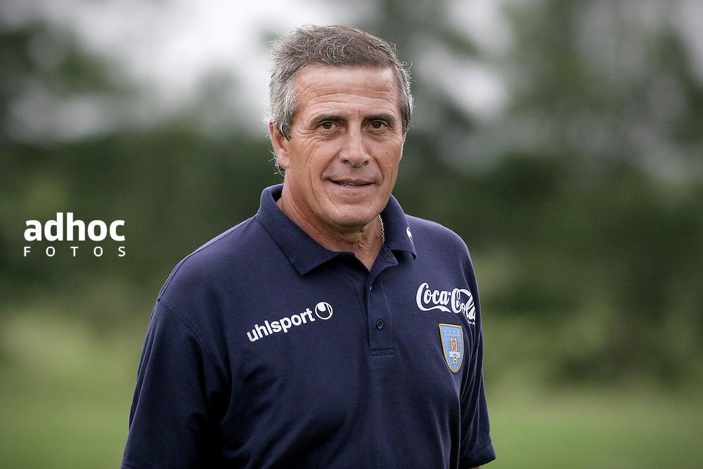 Oscar Washington Tabarez. Entrenador de la seleccion uruguaya de futbol desde 2006. Complejo Uruguay Celeste, 2007.<br /> URUGUAY / MONTEVIDEO / <br /> Foto: Ricardo Ant&uacute;nez / AdhocFotos<br /> www.adhocfotos.com
