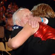 NLD/Hilversum/20070310 - 9e Live uitzending SBS Sterrendansen op het IJs 2007 de Uitslag, Thomas Berge  word omhelst en opgevangen door zijn opa