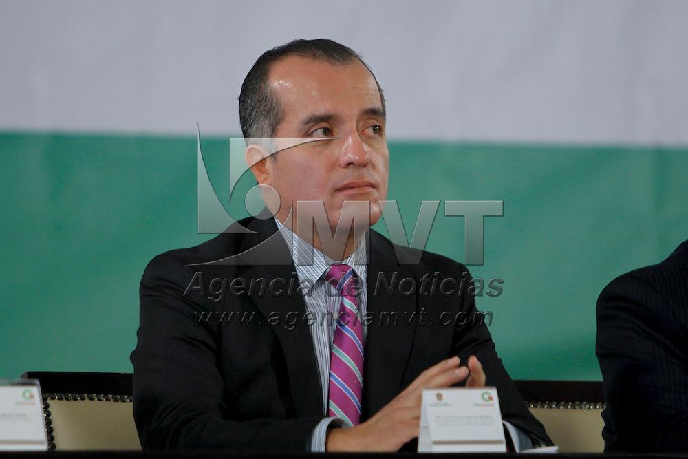 """TOLUCA, México.-  Luis Carlos Ugalde, ex consejero presidente del IFE, durante su participación en el Foro de Discusión """"Sociedad Protegida"""" que forma parte de las acciones para la integración del Plan de Desarrollo del Estado de México 2011-2017. Agencia MVT / Crisanta Espinosa. (DIGITAL)"""