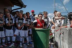 21.07.2015, Trainingsplatz, Walchsee, AUT, FC Augsburg, Trainingslager, im Bild Pjotr Trochowski (FC Augsburg #36) in der Eistonne nach dem Training, mit Kindern aus einem Fussball-Camp, // during a training session of the German Bundesliga Club FC Augsburg at the Trainingsplatz in Walchsee, Austria on 2015/07/21. EXPA Pictures © 2015, PhotoCredit: EXPA/ Eibner-Pressefoto/ Krieger<br /> <br /> *****ATTENTION - OUT of GER*****