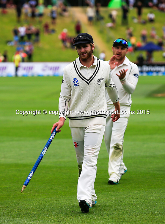 Kane Williamson leads the team off the field at the end of play. Fifth day, second test, ANZ Cricket Test series, New Zealand Black Caps v Sri Lanka, 07 January 2015, Basin Reserve, Wellington, New Zealand. Photo: John Cowpland / www.photosport.co.nz