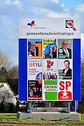 Nederland, Bemmel, 16-2-2014Verkiezingsbord met affiches voor de komende gemeenteraadsverkiezingen.De borden zijn in zijn geheel bedrukt met de affiches zodat niet over elkaar heen kan worden geplakt. Bordbusters. Het bord staat in de gemeente Lingewaard, en heeft veel affiches van lokale partijen.Netherlands, election board with posters for the forthcoming local elections.Foto: Flip Franssen/Hollandse Hoogte