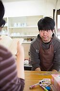 Ryo Suemasa, 25, bor på New Start och arbetstränar i cafeterian för att bryta sin sociala isolering.