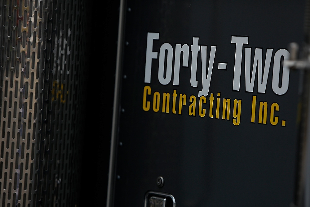 42 Contracting<br /> Equipment / Details / Textures