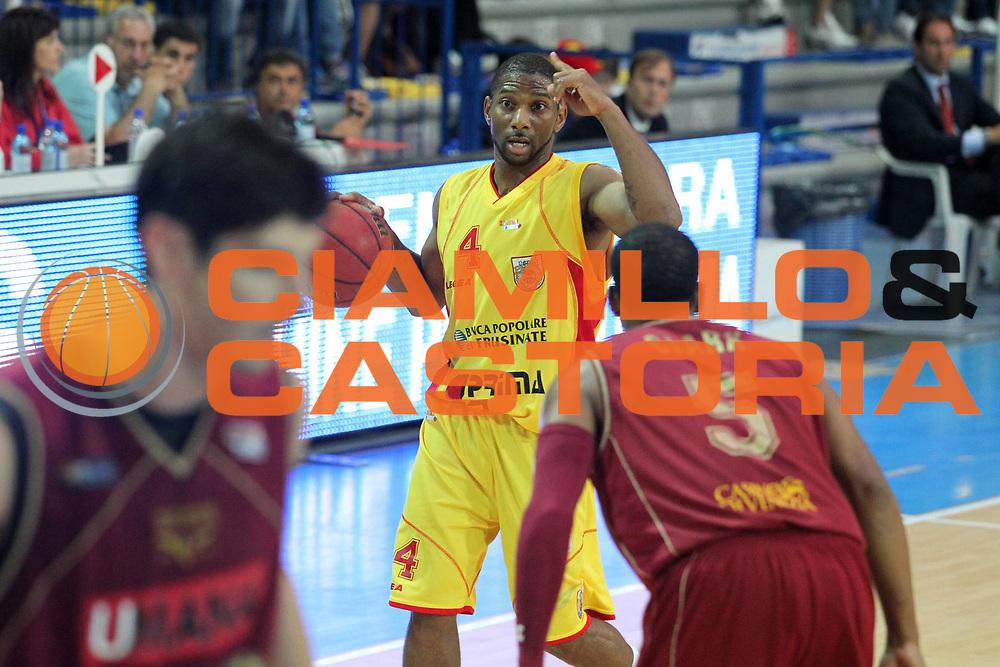 DESCRIZIONE : Frosinone Lega Basket A2 2010-2011 Playoff semifinali gara 4 Prima Veroli Umana Reyer Venezia<br /> GIOCATORE : James Scoonie Penn          <br /> SQUADRA : Prima Veroli    <br /> EVENTO : Campionato Lega Basket A2 2010-2011<br /> GARA : Prima Veroli Umana Reyer Venezia  <br /> DATA : 05/06/2011<br /> CATEGORIA : palleggio          <br /> SPORT : Pallacanestro<br /> AUTORE : Agenzia Ciamillo-Castoria/A.Ciucci<br /> Galleria : Lega Basket A2 2010-2011<br /> Fotonotizia : Frosinone  Lega Basket A2 2010-2011 Playoff semifinali gara 4 Prima Veroli Umana Reyer Venezia  <br /> Predefinita :
