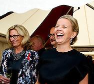 30-5-2015 AMSTERDAM - Princess Mabel arrive by fashion designers Viktor &amp; Rolf (L) at the Heineken Music Hall, Amsterdam's annual Dinner is held. The proceeds from the benefit dinner will go to research on the AIDS activists who died last year at the plane crash with the MH17. COPYRIGHT ROBIN UTRECHT<br /> AMSTERDAM - Prinses Mabel arriveert met couturiers Viktor &amp; Rolf (L) bij de Heineken Music Hall, waar het jaarlijkse AmsterdamDiner wordt gehouden. De opbrengst van het benefietdiner gaat naar onderzoek van de aidsactivisten die vorig jaar omkwamen bij de vliegramp met de MH17. COPYRIGHT ROBIUTRECHT