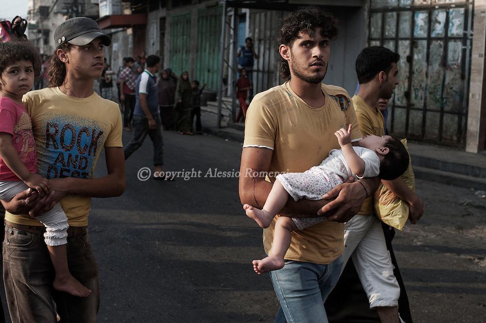 Gaza Strip, Gaza City: Palestinians flee the Shujayeh neighbourhood during heavy Israeli shelling in Gaza City. ALESSIO ROMENZI