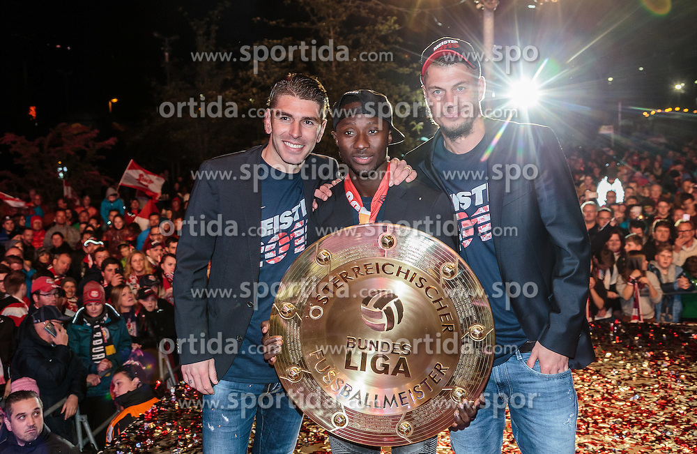 15.05.2016, Red Bull Arena, Salzburg, AUT, 1. FBL, FC Red Bull Salzburg, Meisterfeier, im Bild Jonatan Soriano Casas (Red Bull Salzburg), Naby Keita (Red Bull Salzburg), Alexander Walke (Red Bull Salzburg) mit dem Meisterteller // Jonatan Soriano Casas (Red Bull Salzburg), Naby Keita (Red Bull Salzburg), Alexander Walke (Red Bull Salzburg) with the Trophy during the FC Red Bull Salzburg Champions Party of Austrian Football Bundesliga at the Red Bull Arena, Salzburg, Austria on 2016/05/15. EXPA Pictures © 2016, PhotoCredit: EXPA/ JFK