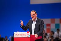 DEU, Deutschland, Germany, Berlin, 07.12.2017: Michael Müller (SPD), Regierender Bürgermeister von Berlin, bei seiner Rede auf dem Bundesparteitag der SPD im CityCube.