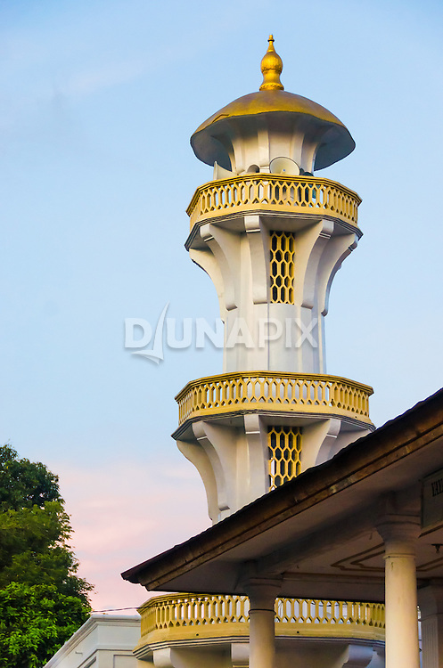 A mosque turret dominates the skyline near the Banda Neira port.