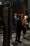 Prinses Beatrix bij opening tentoonstelling Magisch Afrika in de Nieuwe Kerk Amsterdam. Een tentoonstelling over maskers en beelden uit Ivoorkust.<br /> <br /> Princess Beatrix at the opening exhibition Magical Africa in the New Church in Amsterdam. An exhibition on masks and statues from the Ivory Coast.<br /> <br /> Op de foto / On the photo:  Prinses Beatrix krijgt een rondleiding over de tentoonstelling vergezeld door kunstenaar Koko Bi <br /> <br /> Princess Beatrix gets a tour of the exhibition accompanied by artist Koko Bi