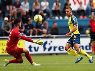 FODBOLD: Aris Vaporakis (FC Helsingør) redder afslutning fra Kamil Wilczek (Brøndby IF) under kampen i Reserveligaen mellem FC Helsingør og Brøndby IF den 7. august 2017 på Helsingør Stadion. Foto: Claus Birch