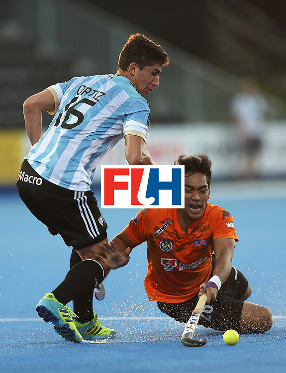 LONDON, ENGLAND - JUNE 16: Ignacio Ortiz of Argentina challenges Shahril Saabah of Malaysia during the Pool A match between Argentina and Malaysia on day two of Hero Hockey at Lee Valley Hockey and Tennis Centre on June 16, 2017 in London, England.  (Photo by Alex Morton/Getty Images)