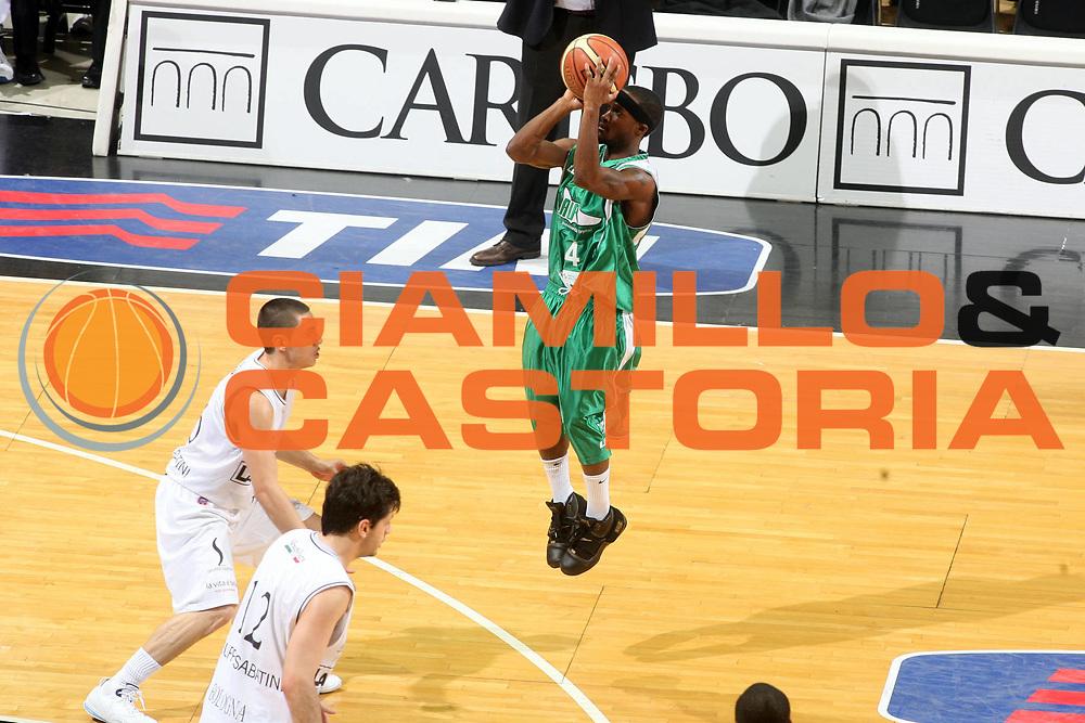 DESCRIZIONE : Bologna Final Eight 2008 Finale La Fortezza Virtus Bologna Air Avellino <br />GIOCATORE : Marques Green Three Points<br />SQUADRA : Air Avellino <br />EVENTO : Tim Cup Basket For Life Coppa Italia Final Eight 2008 <br />GARA : La Fortezza Virtus Bologna Air Avellino <br />DATA : 10/02/2008 <br />CATEGORIA : Tiro<br />SPORT : Pallacanestro <br />AUTORE : Agenzia Ciamillo-Castoria/G.Ciamillo