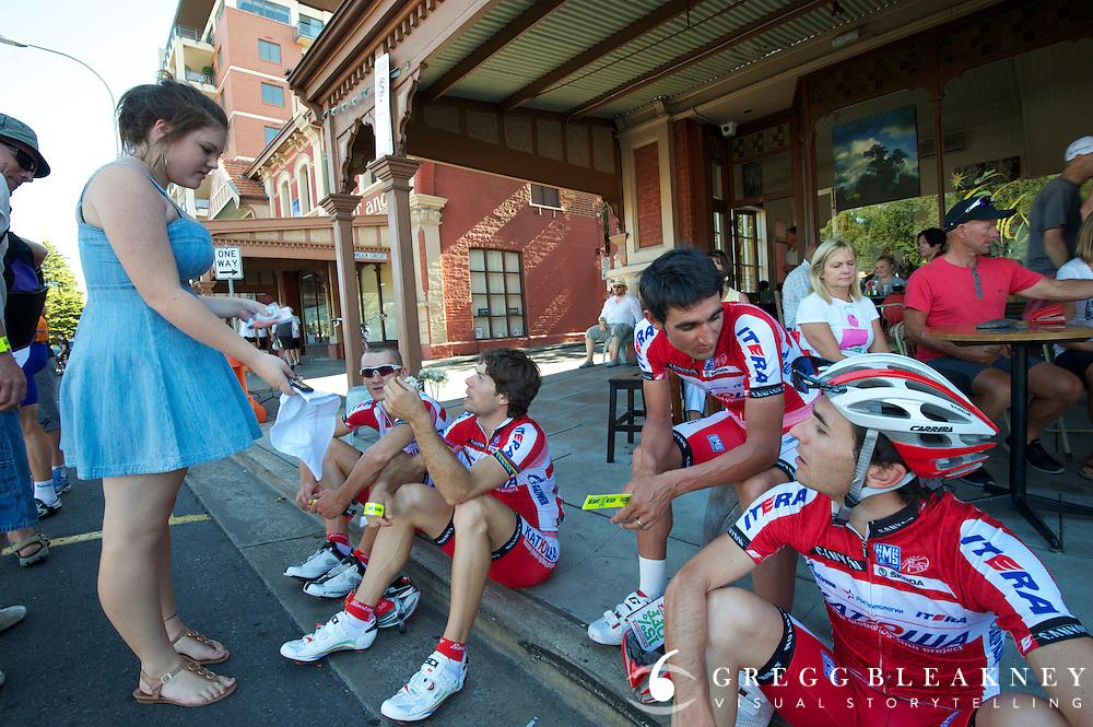 Easy access to athletes - 2012 Santos Tour Down Under - Adelaide