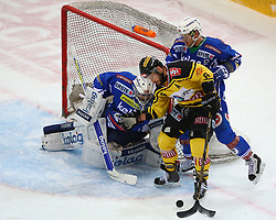13.12.2016, Albert Schultz Halle, Wien, AUT, EBEL, UPC Vienna Capitals vs EC VSV, 30. Runde, im Bild Olivier Roy (EC VSV), David Rotter (UPC Vienna Capitals) und Kevin Wehrs (EC VSV) // during the Erste Bank Icehockey League 30th Round match between UPC Vienna Capitals and EC VSV at the Albert Schultz Ice Arena, Vienna, Austria on 2016/12/13. EXPA Pictures © 2016, PhotoCredit: EXPA/ Thomas Haumer