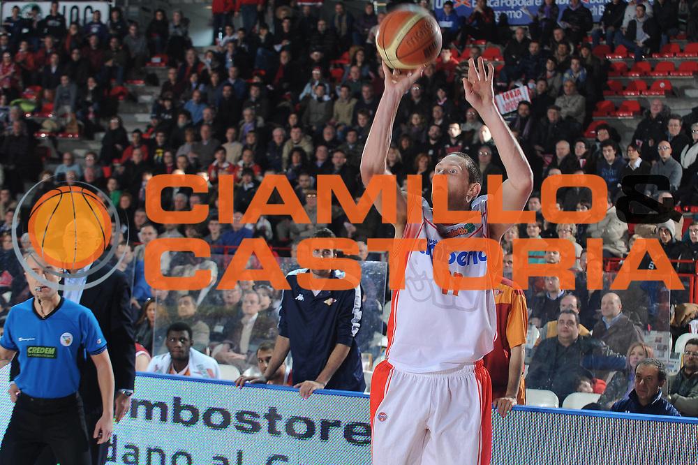 DESCRIZIONE : Varese Lega A 2009-10 Cimberio Varese Lottomatica Virtus Roma<br />GIOCATORE : Jobey Thomas<br />SQUADRA : Cimberio Varese<br />EVENTO : Campionato Lega A 2009-2010 <br />GARA : Cimberio Varese Lottomatica Virtus Roma<br />DATA : 20/12/2009<br />CATEGORIA : tiro<br />SPORT : Pallacanestro <br />AUTORE : Agenzia Ciamillo-Castoria/A.Dealberto<br />Galleria : Lega Basket A 2009-2010 <br />Fotonotizia : Varese Campionato Italiano Lega A 2009-2010 Cimberio Varese Lottomatica Virtus Roma<br />Predefinita :