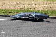 De VeloX valt vlak voor het vangteam. Op een weg in Delft worden de eerste meters afgelegd met de nieuwe recordfiets, de VeloX 8. In september wil het Human Power Team Delft en Amsterdam, dat bestaat uit studenten van de TU Delft en de VU Amsterdam, tijdens de World Human Powered Speed Challenge in Nevada een poging doen het wereldrecord snelfietsen voor vrouwen te verbreken met de VeloX 8, een gestroomlijnde ligfiets. Het record is met 121,81 km/h sinds 2010 in handen van de Francaise Barbara Buatois. De Canadees Todd Reichert is de snelste man met 144,17 km/h sinds 2016.<br /> <br /> At a road in Delft the team tests the VeloX 8 for the first time. With the VeloX 8, a special recumbent bike, the Human Power Team Delft and Amsterdam, consisting of students of the TU Delft and the VU Amsterdam, also wants to set a new woman's world record cycling in September at the World Human Powered Speed Challenge in Nevada. The current speed record is 121,81 km/h, set in 2010 by Barbara Buatois. The fastest man is Todd Reichert with 144,17 km/h.