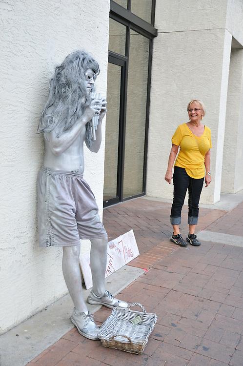 Description/Caption:<br /> Parasol Project Living Statue at 2nd Saturdays Downtown in Tucson, Arizona.