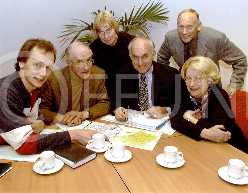 Fotografie Frank Uijlenbroek©1999/Frank Brinkman.991130 dalfsen ned.installatie commisie vlnr hogenkamp,velthuis.dekker,van lubek,de boer en venker
