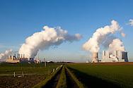 Europa, Deutschland, Nordrhein-Westfalen, das Braunkohlekraftwerk Neurath bei Grevenbroich. Mit einer Bruttoleistung von &uuml;ber 4400 Megawatt ist es das staerkste Kraftwerk Deutschlands und dient der Erzeugung von Grundlaststrom, Betreiber ist die RWE AG, rechts die Bloecke F und G, links die alten Bloecke A bis E. - <br /> <br /> Europe, Germany, North Rhine-Westphalia, the brown coal power station Neurath in Grevenbroich. With a gross capacity of 4,400 megawatts, it is the strongest power plant in Germany and is used to generate base-load electricity, operator is the RWE AG,on the right the blocks F and G, on the left the blocks A to E.