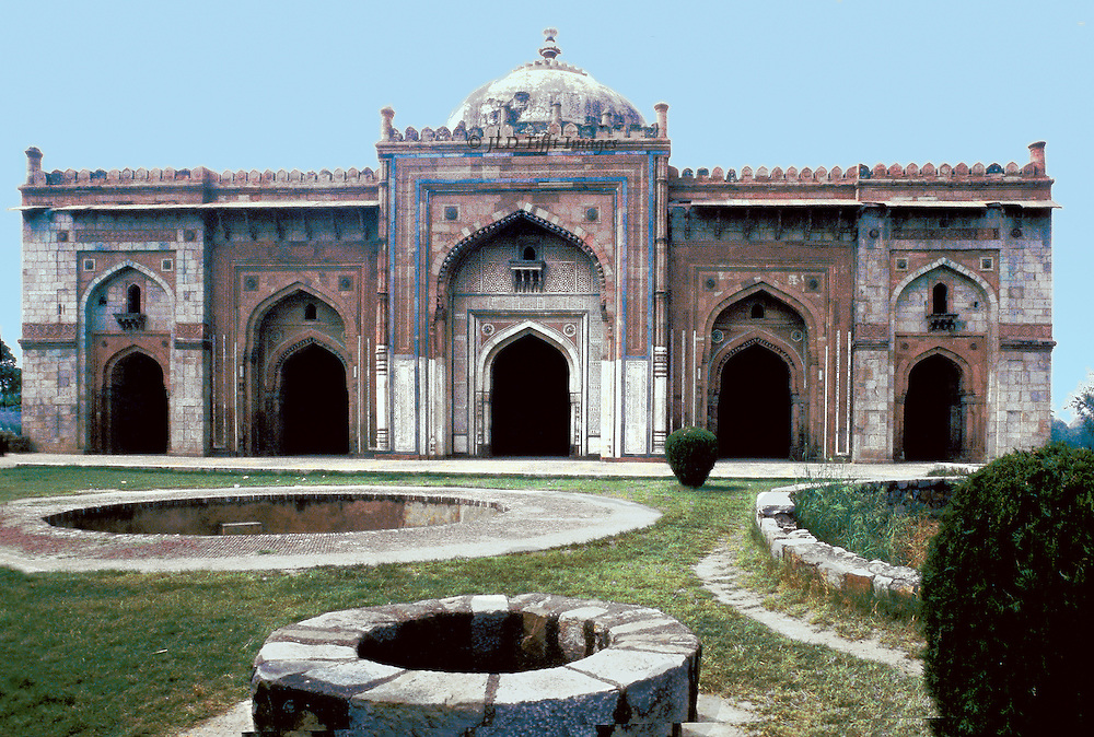 "Qala i Kuhna Mascid in the Purana Qila (""Old Fort"") area, Delhi.  This mosque was built by the Afghan chieftain Sher Shah Sur 1541 who had dispossessed the second Mughal emperor, Humayun (who eventually defeated Sher Shah's successors in 1555.."