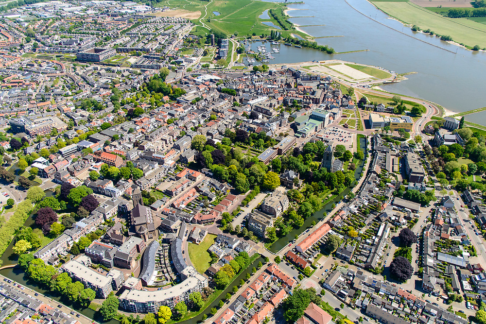 Nederland, Gelderland, Tiel, 13-05-2019; Stadscentrum van Tiel met Sint-Maartenskerk, gelegen aan rivier De Waal.<br /> City of Tiel, next to river Waal, branch of the Rhine.<br /> luchtfoto (toeslag op standard tarieven);<br /> aerial photo (additional fee required);<br /> copyright foto/photo Siebe Swart