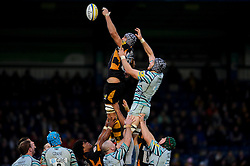 Wasps Lock (#5) Marco Wentzel and Leicester Lock (#5) Graham Kitchener compete at a line out during the second half of the match - Photo mandatory by-line: Rogan Thomson/JMP - Tel: Mobile: 07966 386802 25/11/2012 - SPORT - RUGBY - Adams Park - High Wycombe. London Wasps v Leicester Tigers - Aviva Premiership.