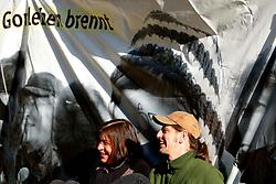 Besetzung des Erkundungsbergwerks in Gorleben durch Anti-Atom-Aktivisten anlässlich des Beginns der Koalitionsverhandlungen von CDU/CSU und FDP. Im Bild: Politikerin Rebecca Harms (Grüne, MdEU) und Mathias Edler, Atomexperte bei Greenpeace<br /> <br /> Ort: Gorleben<br /> Copyright: Andreas Conradt<br /> Quelle: PubliXviewinG