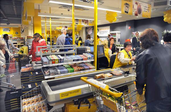 Nederland, Nijmegen, 27-6-2012Feestelijke opening van de Jumbo supermarkt aan de koekoekstraat. Het is de ombouw van een Super de Boer winkel. Ook algemeen directeur Frits van Eerd was aanwezig en hield een praatje voor het personeel.Foto: Flip Franssen/Hollandse Hoogte
