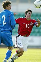 Fotball, 28. april 2004, Privatlandskamp U21, Norge-Russland, Lars Iver Strand, Norge, og Sergey Bendz, Russland