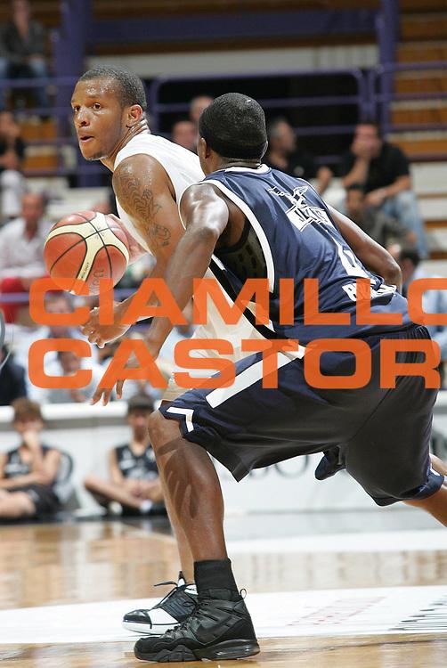DESCRIZIONE : Bologna Lega A1 2007-08 Carisbo Cup Virtus Bologna Fortitudo Bologna<br /> GIOCATORE : Will Conroy<br /> SQUADRA : Virtus Bologna<br /> EVENTO : Campionato Lega A1 2007-2008 <br /> GARA : Virtus Bologna Fortitudo Bologna <br /> DATA : 12/09/2007 <br /> CATEGORIA : palleggio<br /> SPORT : Pallacanestro <br /> AUTORE : Agenzia Ciamillo-Castoria/G.Livaldi