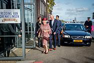 AMSTERDAM Prinses Beatrix der Nederlanden is donderdagmiddag 12 oktober 2017 aanwezig bij de viering van het 250-jarig bestaan van de Maatschappij tot Redding van Drenkelingen in Amsterdam.<br /> De Maatschappij heeft als doel zo veel mogelijk verdrinkingsdoden te voorkomen. Jaarlijks worden er meer dan 80 redders bekroond die drenkelingen van een verdrinking hebben gered. Daarnaast richt de organisatie zich op preventie en het geven van voorlichting over het redden en reanimeren van drenkelingen. Volgens de Maatschappij verdrinken jaarlijks ongeveer 220 mensen in Nederland.<br />  De jubileumviering staat in het teken van bekroonde redders. Redders en hun drenkeling vertellen hun verhalen en er wordt een jubileumboek &lsquo;Wanneer een minuut een uur duurt&rsquo; gepresenteerd. copyruight julia brabander