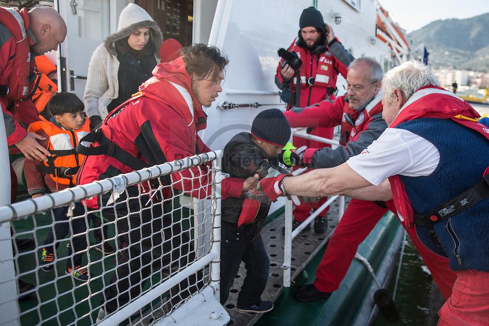 Mytilene, Lesvos, Greece - 07.03.2016      <br /> <br /> In the morning the German Maritime Search and Rescue Service (GMRS) starts its first rescue operation between Turkey and Lesvos. 57 refugees, including many children were taken aboard on the rescue cruiser Minden and brought into the port of Mytilene.<br /> <br /> <br /> Am morgen f&uuml;hrte die Deutsche Gesellschaft zur Rettung Schiffbr&uuml;chiger (DGzRS) ihren ersten Rettungseinsatz zwischen der T&uuml;rkei und Lesbos durch. Etwa 57 Fl&uuml;chtlinge, darunter viele Kinder wurden an Bord des Seenotkreuzer Minden in den Hafen von Mytilini gebracht.<br /> <br /> Foto: Bjoern Kietzmann