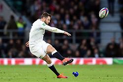 Elliot Daly of England kicks for the posts - Mandatory byline: Patrick Khachfe/JMP - 07966 386802 - 03/11/2018 - RUGBY UNION - Twickenham Stadium - London, England - England v South Africa - Quilter International