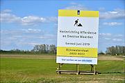 Nederland, Deest, 18-4-2015Een groot bord van rijkswaterstaat doet aankondiging van de komende herinrichting van de Afferdense en Deestse waarden, uiterwaarden, in het kader van ruimte voor de rivier om een betere waterafvoer te krijgen in tijden van hoogwater.. Room for water, the river.FOTO: FLIP FRANSSEN/ HOLLANDSE HOOGTE
