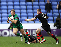 London Irish's Eamonn Sheridan gets past a couple of Edinburgh players - Photo mandatory by-line: Robbie Stephenson/JMP - Mobile: 07966 386802 - 05/04/2015 - SPORT - Rugby - Reading - Madejski Stadium - London Irish v Edinburgh Rugby - European Rugby Challenge Cup