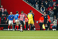 Fotball<br /> FA-cup 2005<br /> Southampton v Portsmouth<br /> 29. januar 2005<br /> Foto: Digitalsport<br /> NORWAY ONLY<br /> Portsmouth players confront referee Steve Bennett and the linesman as Southampton are awarded a penalty in stoppage time
