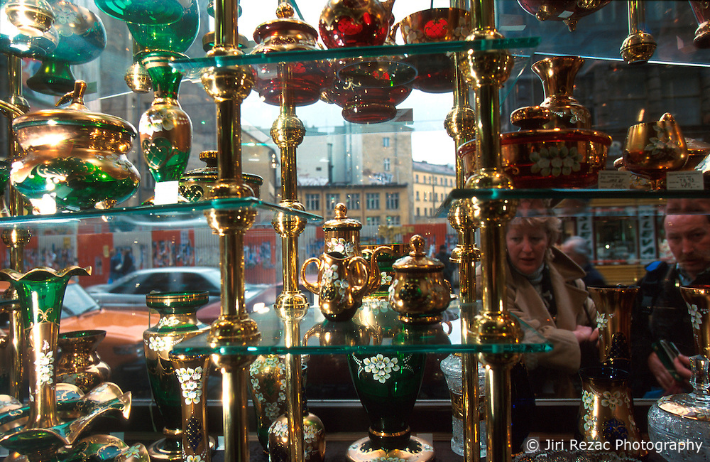 CZECH REPUBLIC PRAGUE MAR00 - Crystal glass and vases on display at the Salon Philadelphia in Vodickova Ulice in central Prague.. . jre/Photo by Jiri Rezac. . © Jiri Rezac 2000. . Tel:   +44 (0) 7050 110 417. Email: info@jirirezac.com. Web:   www.jirirezac.com