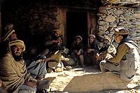 Afghanistan, vallée du Kunar, Moudjahidin combatant contre l'armée russe - 1984. // Afghanistan, Kunar valley, freedom fighter (moudjahidin) again russian army. 1984