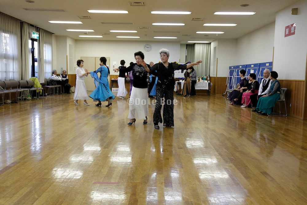 seniors recreational dance Japan
