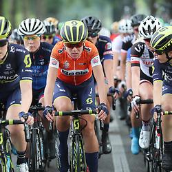 30-08-2017: Wielrennen: Boels Ladies Tour: Arnhem  <br />Annemiek van Vleuten houdt de oranje trui