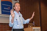 Foto von Jort Kelder während seine Präsentation in Hörsaal Nyenrode Business University