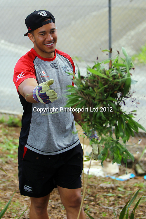 Nathaniel Peteru, The beginning of the Vodafone Warriors Work Week, Warriors NRL league players help out out in the community with manual labour. East Tamaki Primary School, Auckland. 10 December 2012. Photo: William Booth/photosport.co.nz