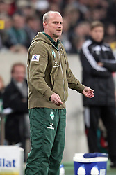 19.11.2011, BorussiaPark, Mönchengladbach, GER, 1.FBL, Borussia Mönchengladbach vs SV Werder Bremen, im BildThomas Schaaf (Trainer Werder Bremen) ratlos // during the 1.FBL, Borussia Mönchengladbach vs Werder Bremen on 2011/11/19, BorussiaPark, Mönchengladbach, Germany. EXPA Pictures © 2011, PhotoCredit: EXPA/ nph/ Mueller..***** ATTENTION - OUT OF GER, CRO *****