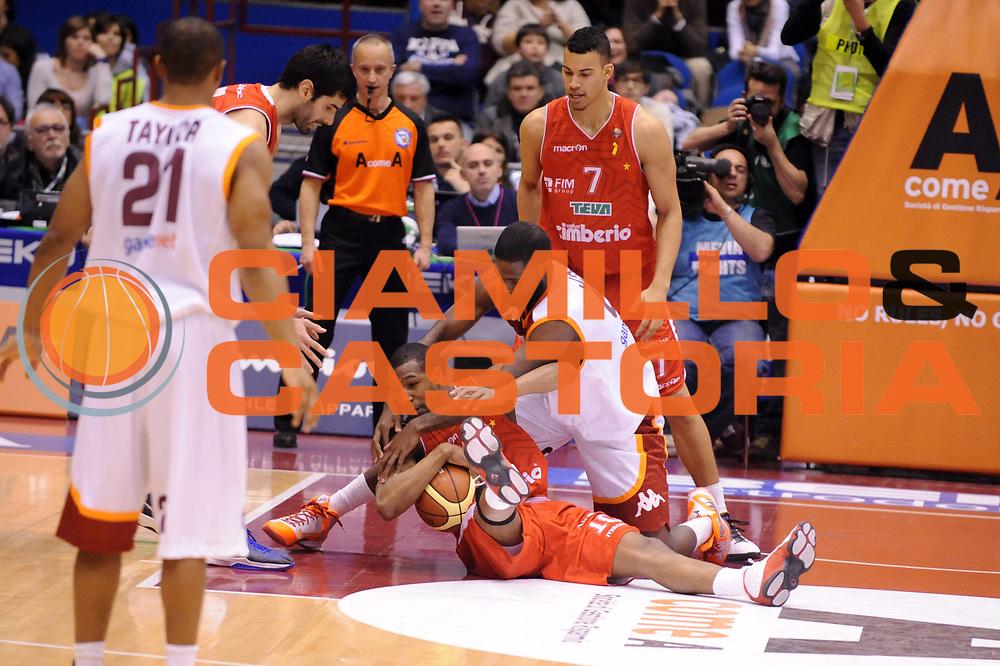 DESCRIZIONE : Milano Coppa Italia Final Eight 2013 Semifinale Acea Roma Cimberio Varese<br /> GIOCATORE : Bobby Jones Mike Green<br /> CATEGORIA : Palleggio<br /> SQUADRA : Acea Roma Cimberio Varese<br /> EVENTO : Beko Coppa Italia Final Eight 2013<br /> GARA : Acea Roma Cimberio Varese<br /> DATA : 09/02/2013<br /> SPORT : Pallacanestro<br /> AUTORE : Agenzia Ciamillo-Castoria/Max.Ceretti<br /> Galleria : Lega Basket Final Eight Coppa Italia 2013<br /> Fotonotizia : Milano Coppa Italia Final Eight 2013 Quarti di Finale Semifinale Acea Roma Cimberio Varese<br /> Predefinita :