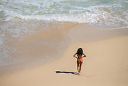 USA, Hawaii, Oahu, black woman on beach