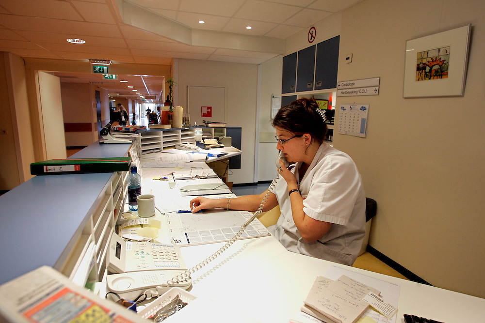 The Hague. Hospital. MCH. Medisch Centrum Haaglanden. A nurse on the telephone..Photo: Gerrit de Heus